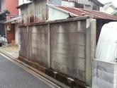 不要になった物置小屋とブロック塀