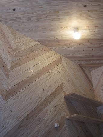 杉板を壁・天井の仕上げに採用