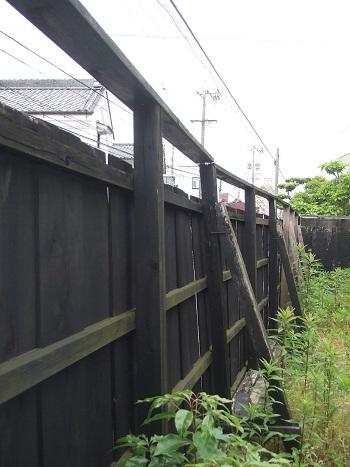 施工前の木塀の内側