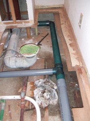 塩化ビニルの排水管に取替