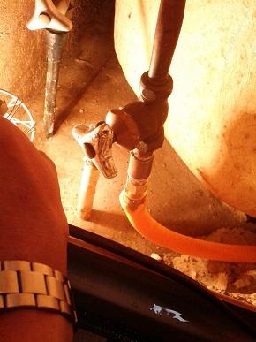 浴槽ヘの水栓への配管