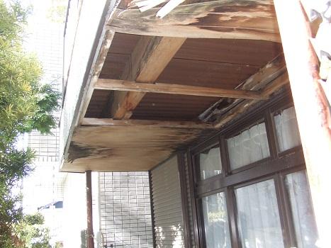 雨漏りで傷んだ軒天
